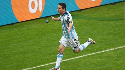 News video: Lionel Messi's Grandfather Blasts His World Cup Form